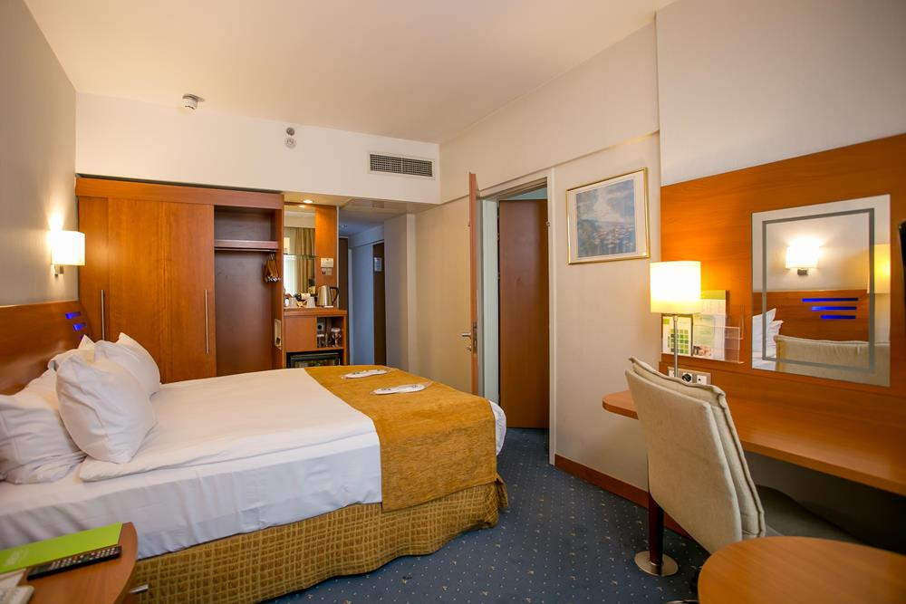 holiday inn istanbul city konaklama executive baglantili oda