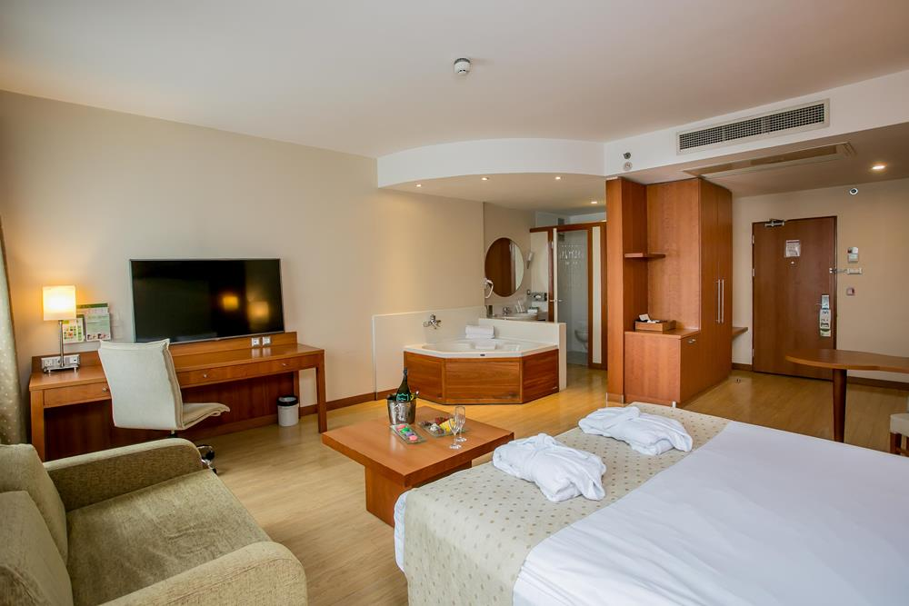 holiday inn istanbul city konaklama executive suit oda