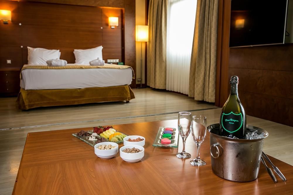holiday inn istanbul city konaklama executive suite oda